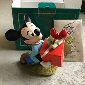 WDCC Disney Mickey Presents for My Pals Sculpture